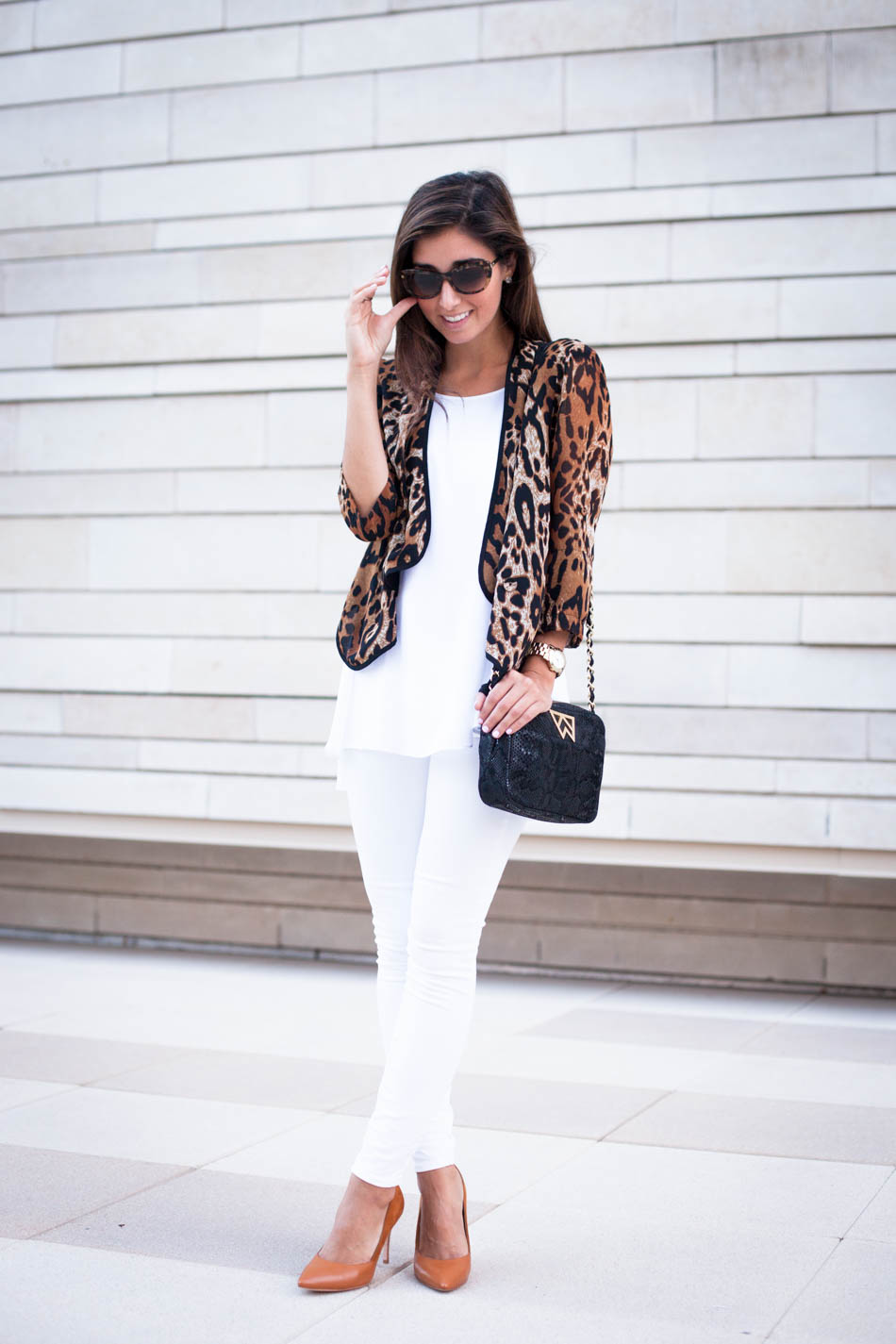 All white outfit with a pop of cheetah, love it!