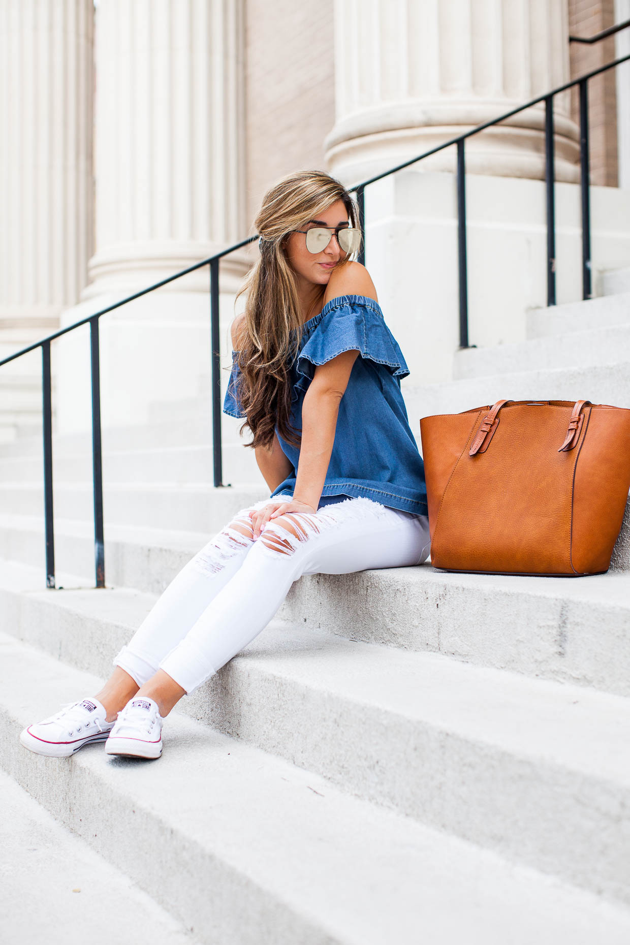 Fashion Blogger The Darling Detail is wearing a Chelsea28 Off the Shoulder Chambray Top, 'Le Color Rip' Skinny Jeans, Converse 'Shoreline' Sneakers, 'The Prince' 57mm Sunglasses, and carrying a Sole Society Faux Leather Trapeze Tote.