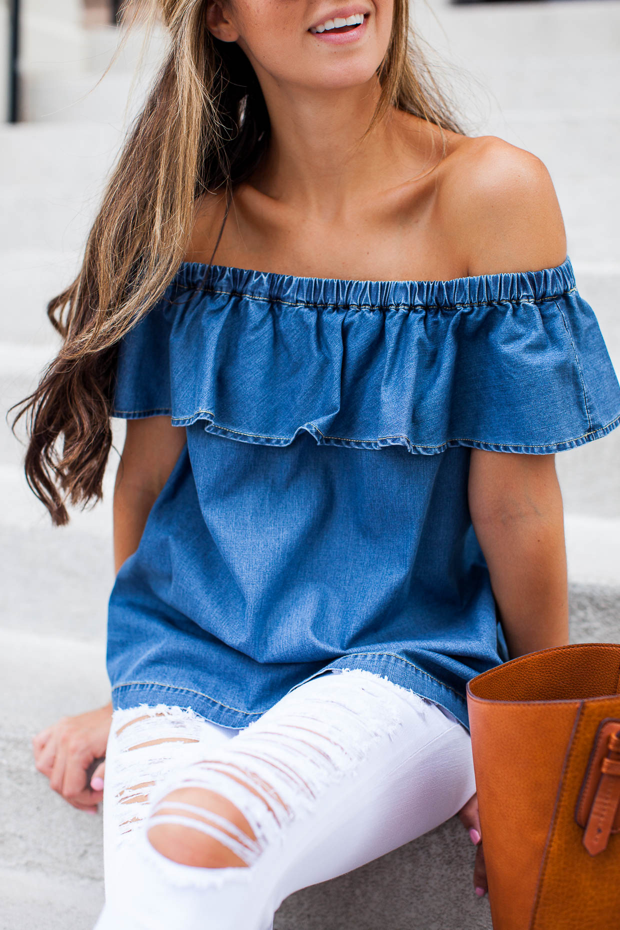 Fashion Blogger The Darling Detail is wearing a Chelsea28 Off the Shoulder Chambray Top and 'Le Color Rip' Skinny Jeans, and sporting a Sole Society Faux Leather Trapeze Tote.