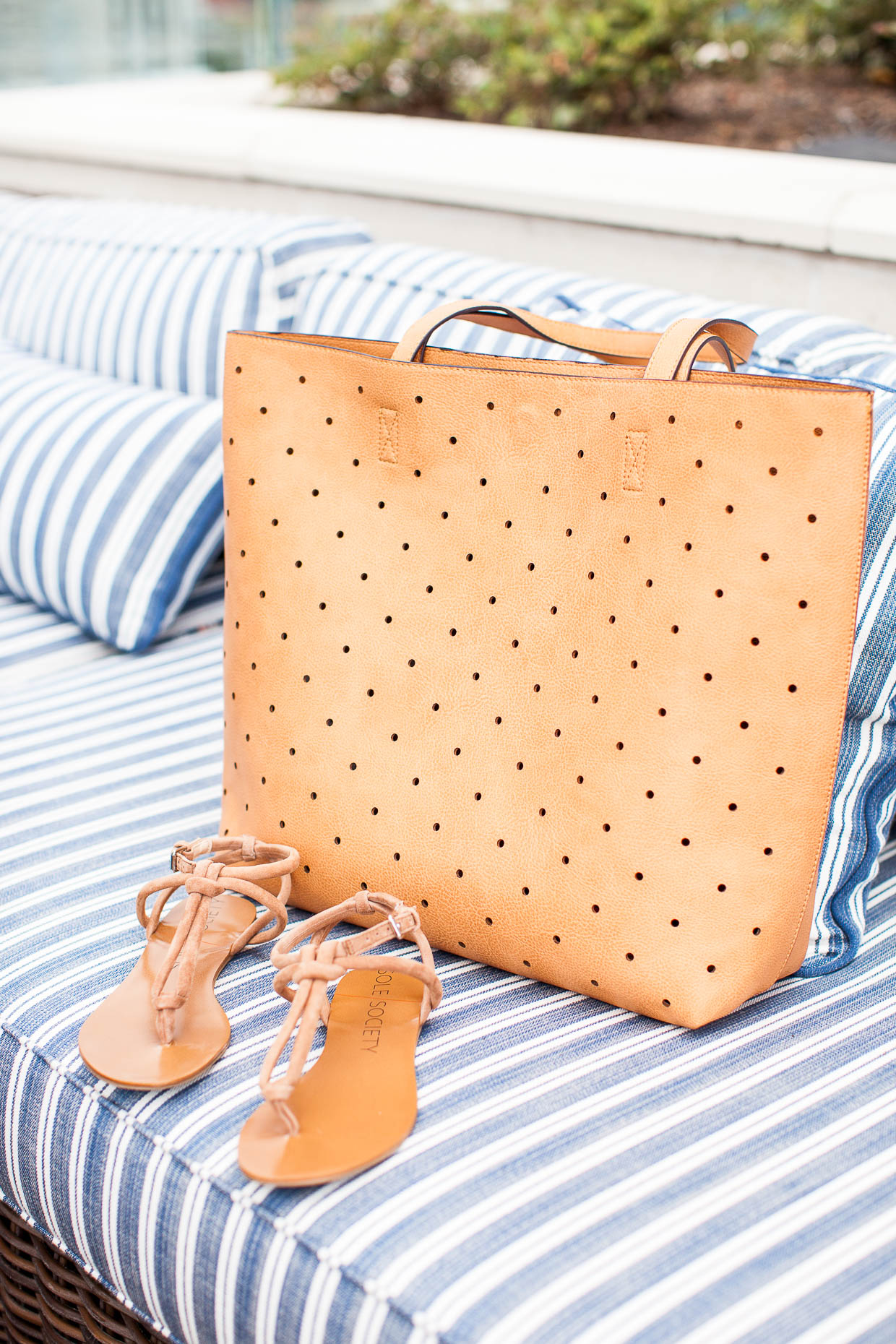 Fashion Blogger The Darling Detail is taking the Sole Society Farrow Tote and Topaz Sandals to the pool.