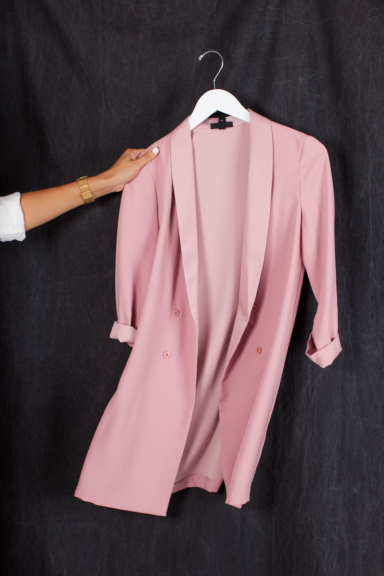 The Darling Detail is showing off a Topshop Slouch Longline Blazer.